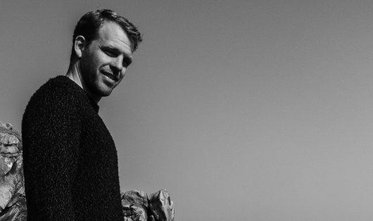 Francis Chaléat, co-organisateur de la Junior Pro La Torche, passionéne de surf, DJ, Tost Magazine