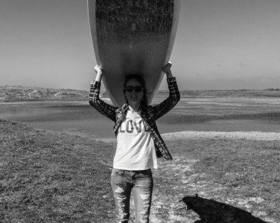 Justine Chiara, blogueuse de Girls On Waves et organisatrice d'événements pour toutes les femmes en Finistère qui lient le sport et l'océan avec l'association OCEAN GIRLZH, Tost Magazine