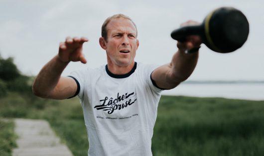 Nicolas Cloteaux, coach sportif et fondateur de LâchezPrise à Quimper, prtrait de Tost Magazine