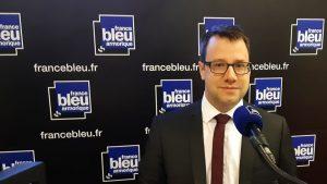 Loïg Chesnais-Girard, président de la Région Bretag, annonce la création d'un fonds de solidarité en Bretagne pour les petites entreprises et les associations suite au Covid 19, dans les locaux de France Bleu Armorique © Radio France 15 avril 2020