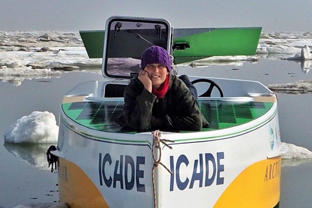 Navigatrice de l'extrême, Anne Quéméré est détentrice de plusieurs records. Elel est un talent de Cornouaille. Elle a traversé l'Atlantique à la rame, le Pacifique avec une aile de traction, avant d'explorer l'Arctique en kayak. Le confinement en mer, elle connait bien. France 3 régionBretagne. Photo de D. Quéméré