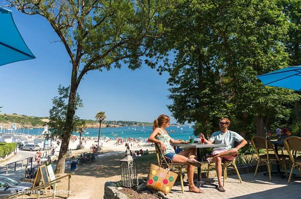 Comité régional du tourisme, photo de Port-Manech, Destination Quimper Cornouaille, la terrasse vue sur mer de la Chataigneraie