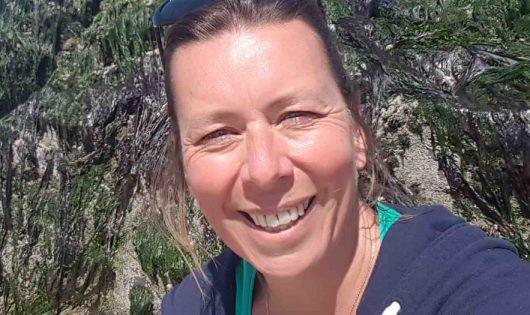 Frédérique Tréguier est ambassadrice de la marque Tout commence en Finistère. Elle gère l'Epicerie des Algues, une boutique en ligne de produits culinaires, cosmétiques et de compléments alimentaires à base d'algues, Quimper