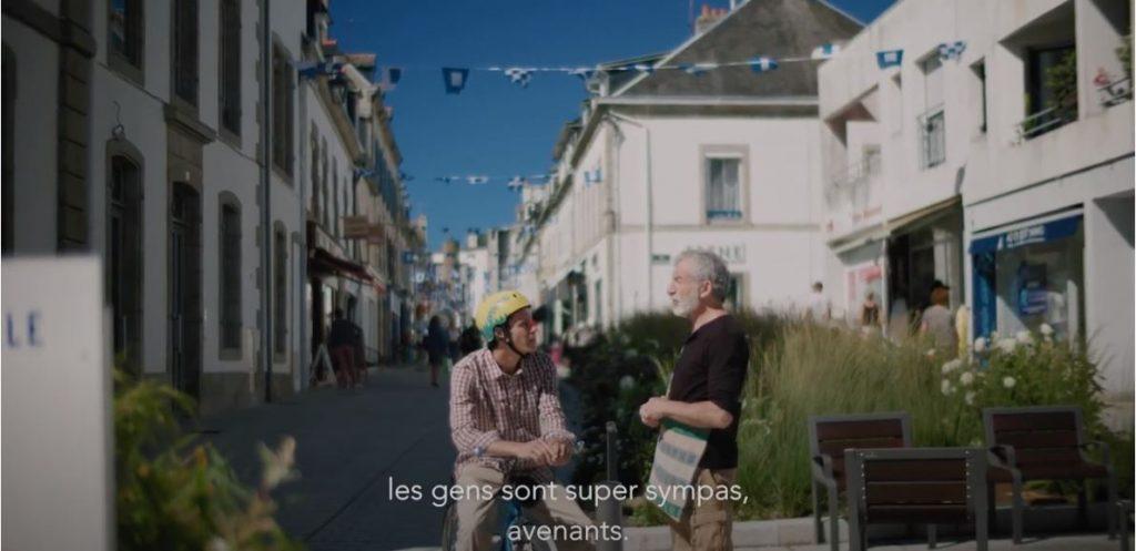 Talent de Quimper Cornouaille, Clément Chabot, en ville avec les habitants de Concarneau, film Tébéo pour la démarche d'attractivité de la Cornouaille. @Tébéo 2020