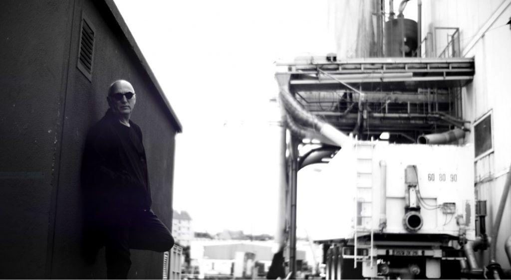 Yann Kersalé,, plasticien,  Talent  de Quimper Cornouaille,. Photo Tébéo d'après le film yann Kersalé nourrit votre inspiration